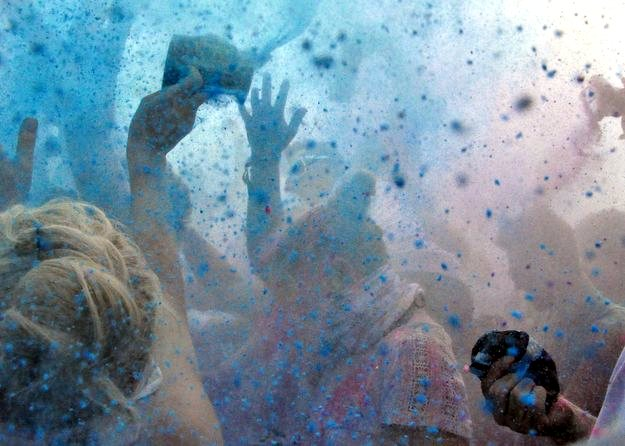 Holi Festival Farbpulverwurf