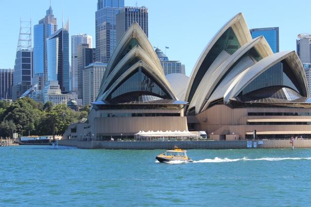 Opera House von der Fähre aus fotografiert
